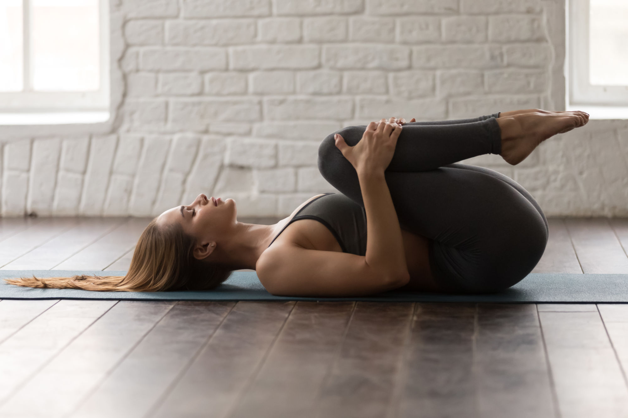 Posture yoga libération des vents