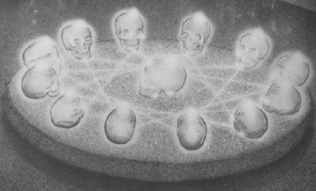 13 craneos de cristal de roca
