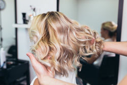 Calendrier Lunaire 2020 Coupe Cheveux.Se Couper Les Cheveux Avec La Lune Choisissez Le Bon Moment