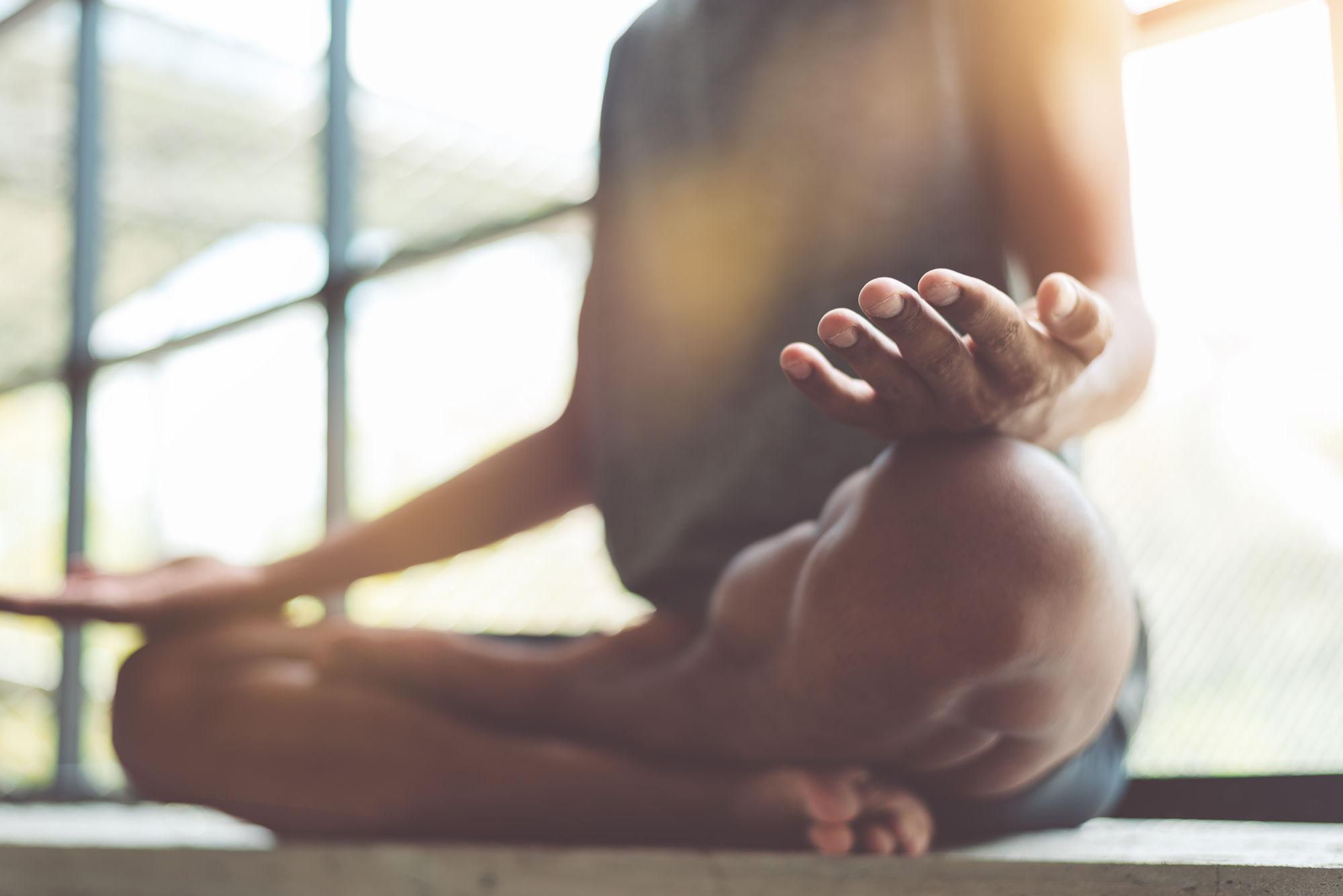 chica meditando