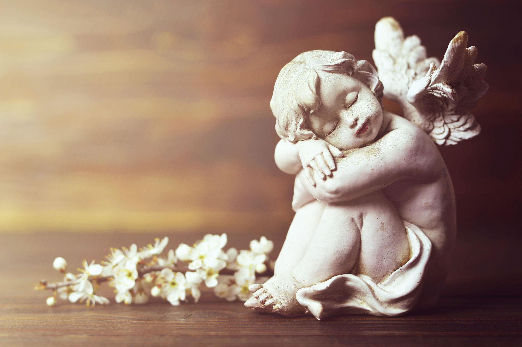 angelito sentado