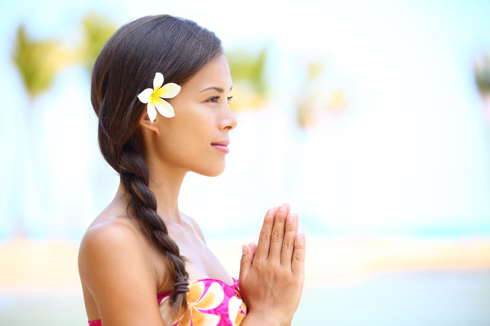 joven meditando