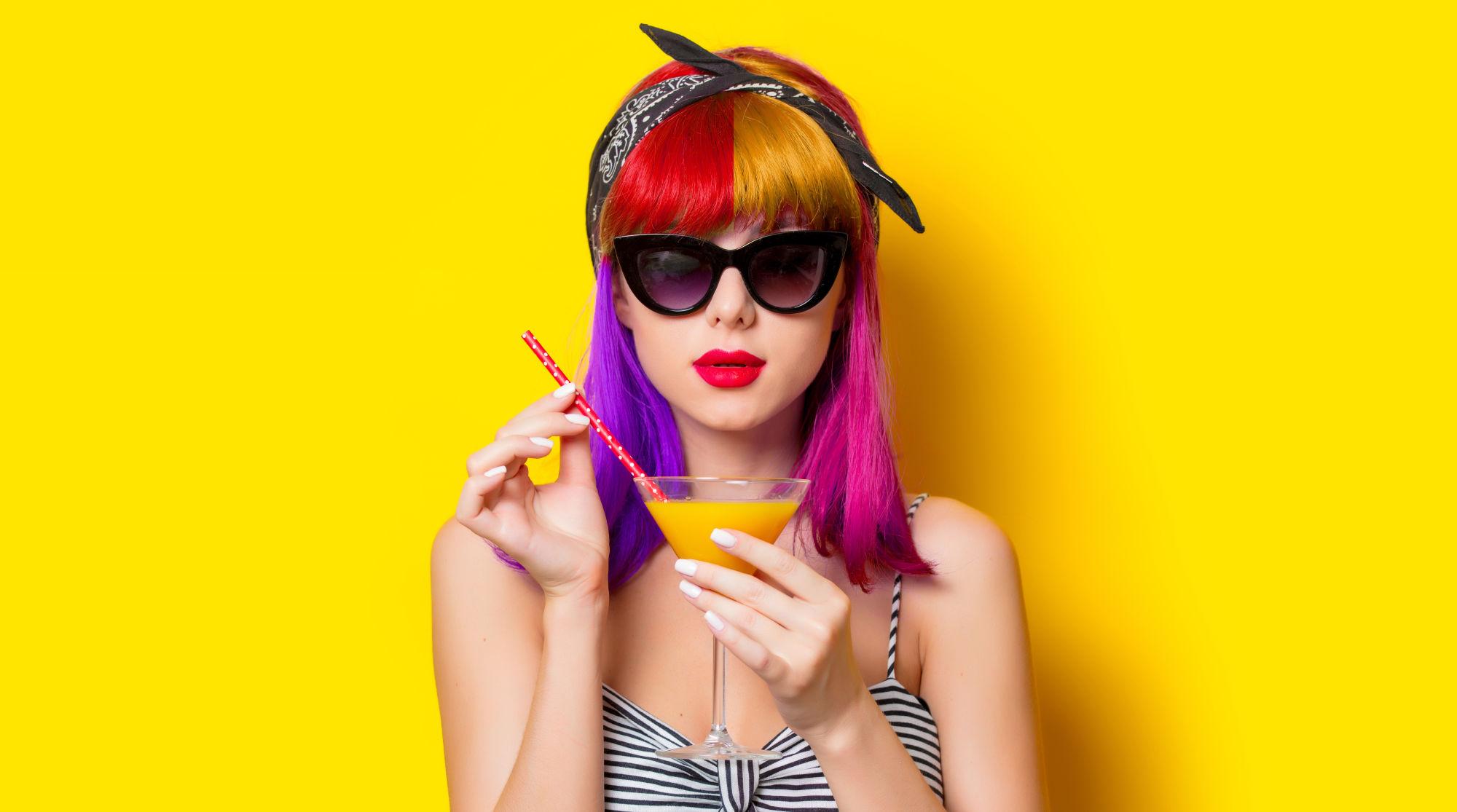 chica con el pelo bicolor