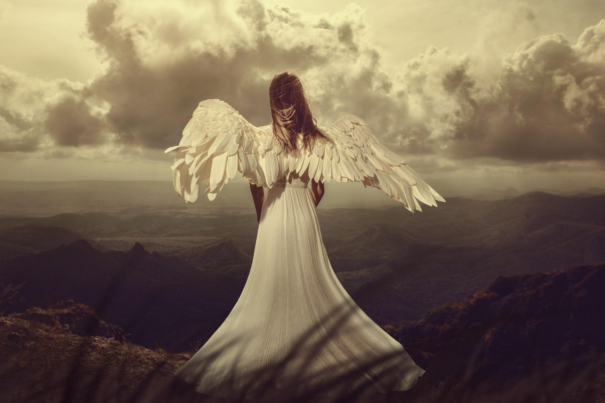 angel en un montaña