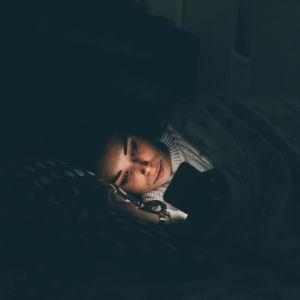 uyku öncesi telefon kullanmak