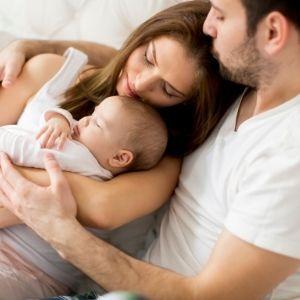 babalık izni kullanan baba, anneye manevi anlamda daha çok destek olabilir.