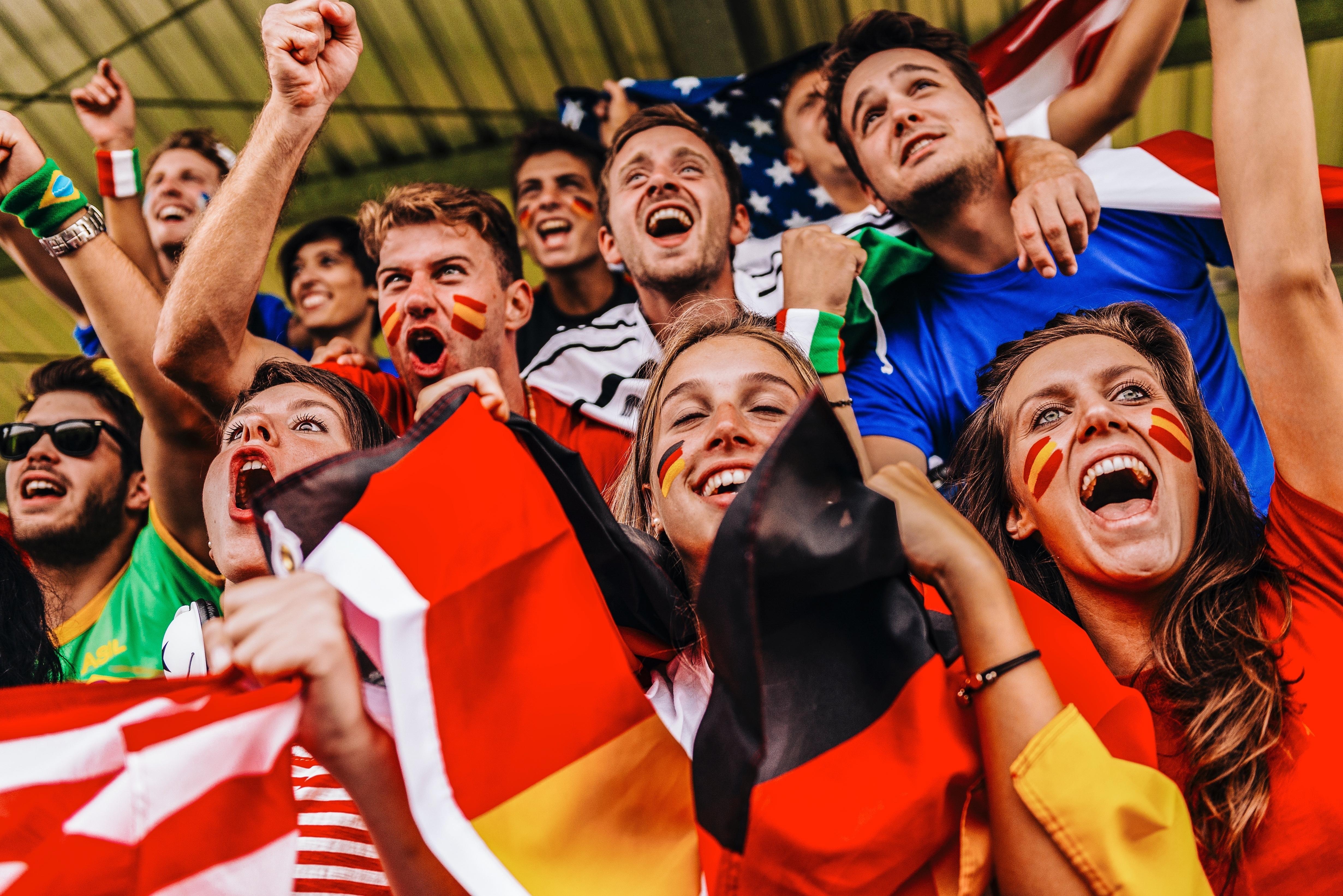 aficionados del fútbol en las gradas